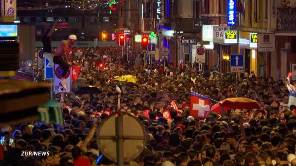 Schweizer EM-Wunder: Fans an Langstrasse ausser Rand und Band