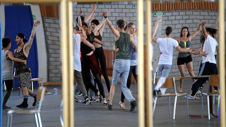 Die Tänzer von «Saturday Night Fever» haben bis zur Premiere noch Einiges zu tun.