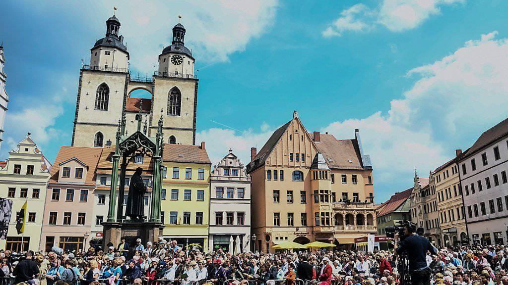 Anlässlich des 500. Jahrestags der Reformation präsentieren sich rund achtzig Aussteller in den Wallanlagen der mittelalterlichen Stadt Wittenberg, dem Wirkungsort von Martin Luther.