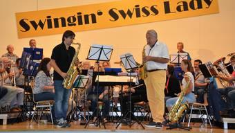 Pepe Lienhard bei den Proben mit der Musikgesellschaft.