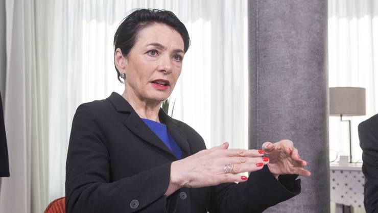 CVP-Nationalrätin Marianne Binder-Keller wollte vom Bundesrat wissen, wie lange die Abstandsregeln so noch gelten.