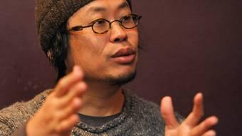 Der japanische Autor und Regisseur Toshiki Okada (41) bringt ein Stück zur Aufführung, das für ihn wie Ferien ist.