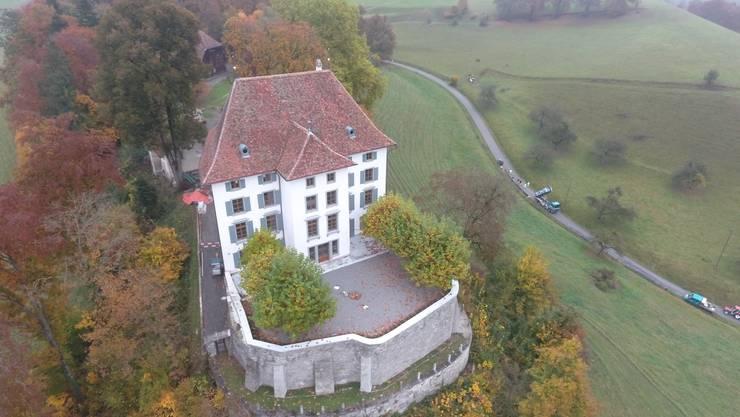 Das Schloss Rued aus der Vogelperspektive