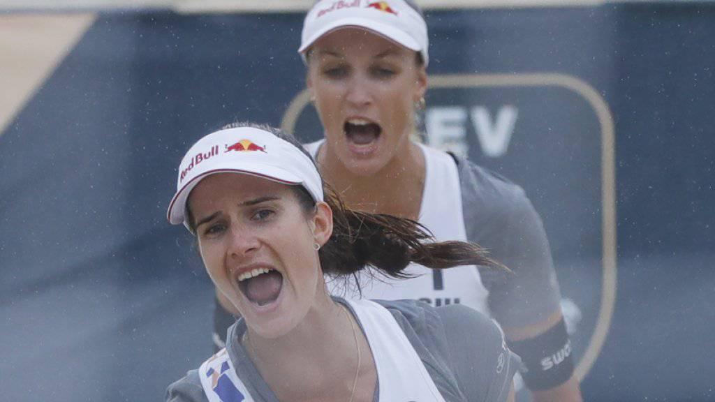 Joana Heidrich (vorne) und Anouk Vergé-Dépré schreien ihre Freude in den Himmel von Moskau. Sie qualifizierten sich an der EM für die Halbfinals