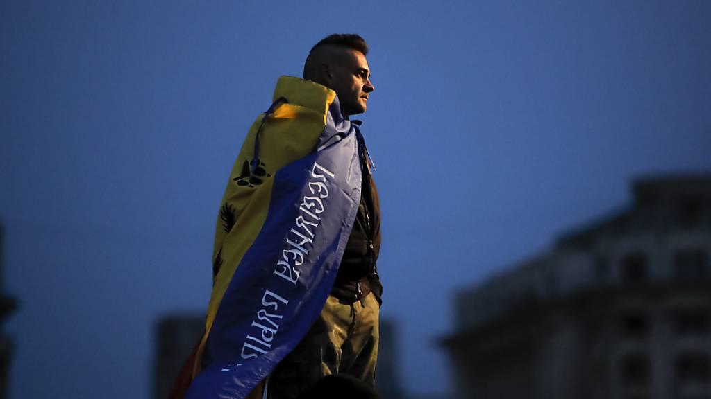 Rumänen demonstrieren mit extrem Rechten gegen Corona-Massnahmen
