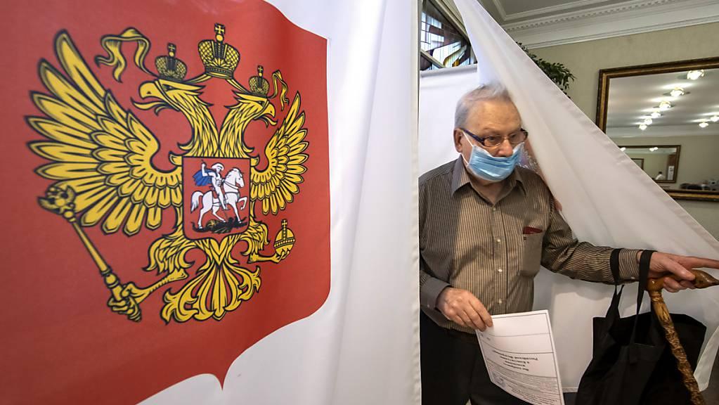 Der 1. Juli ist der letzte Tag, an dem die Menschen über eine Verfassungsänderung abstimmen können, die Präsident Putin dauerhaft die Macht sichern soll. Foto: Mindaugas Kulbis/AP/dpa