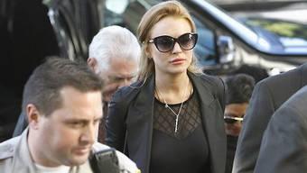 Miss Lohan bei der Ankunft zur Anhörung in Beverlly Hills. Hier hofft sie noch ,durch eine Kaution dem Knast zu entgehen.