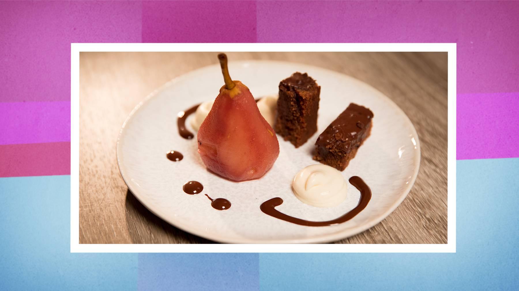 Das Dessert: Schokoladenschnitte mit weisser Schokoladencrème und Tonkabohnen