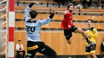 Variantenreich im Angriff: Oliver Mauron findet verschiedene Wege, um den Ball im Gehäuse zu versenken.