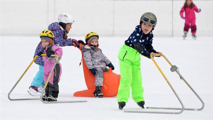Ein Klassiker in der Region: die Eisbahn im Sportzentrum Zuchwil.
