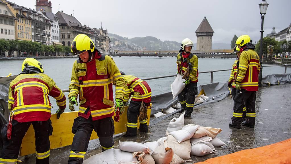 Die Feuerwehrleute stehen in Luzern im Dauereinsatz. (Archivbild)