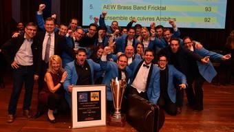 Jubel bei der A-Band der Brass Band Imperial Lenzburg nach dem 1. Platz in der ersten Spielklasse in Montreux.