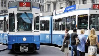 Soll künftig bis Schlieren verkehren: Das 2er-Tram der VBZ.