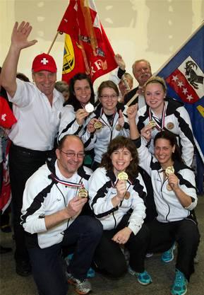 Beim CC Davos im Team der erfahrenen Curlinglegende Mirjam Ott (unten Mitte) war Alina Pätz (oben rechts) 2012 nur Ersatzspielerin. Mit dabei waren auch Janine Greiner (oben Mitte) und Carmen Schäfer (unten rechts) aus der Fahrweid.