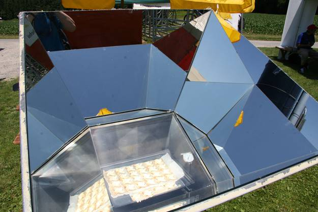 Gebäck in Windradform aus dem Solarbackofen
