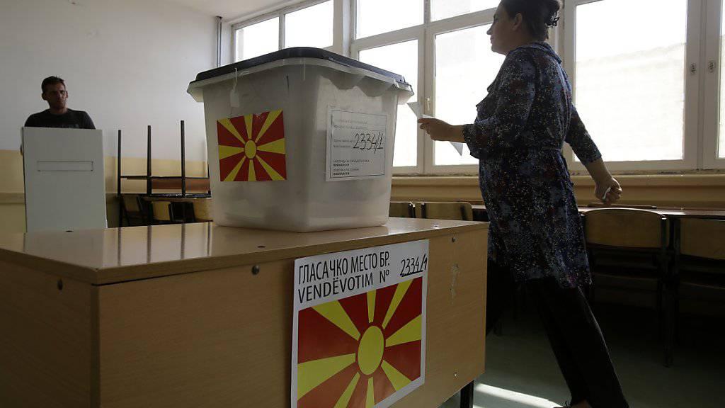 Die Volksabstimmung über einen neuen Namen Mazedoniens ist gescheitert. Nur rund 34 Prozent der 1,8 Millionen Wahlberechtigten hatten sich beteiligt. Für eine Gültigkeit des Referendums hätten mehr als die Hälfte der Stimmberechtigten teilnehmen müssen.