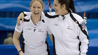 Irene Schori (links) und Binia Feltscher im höchsten Glück