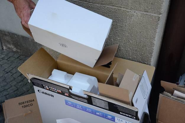 Sagex im Karton versteckt, das kommt immer wieder vor.