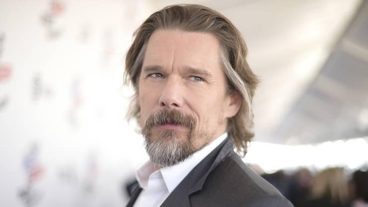 Er stand für über siebzig Filme vor der Kamera: Ethan Hawke (47) gilt als einer der vielseitigsten Schauspieler in Hollywood. Für seinen neuen Film «Blaze» nahm er für einmal im Regiestuhl Platz.