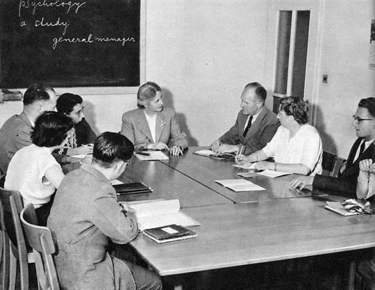 Im Frühjahr 1944 bietet die Migros Klubschule erstmals Sprachkurse an.