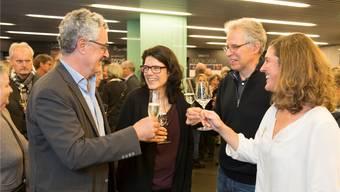 Barbara Horlacher (Mitte) feierte ihre Wahl am Sonntagabend im «Odeon». Asp