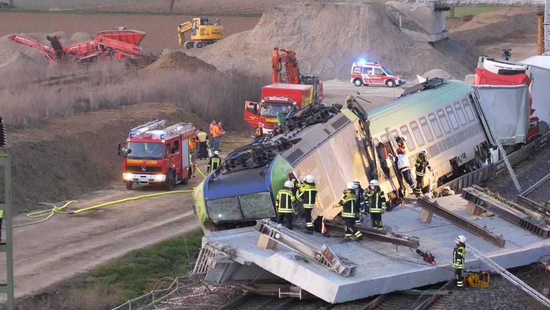 Schweres Zugsunglück in Auggen (DE): Lokführer tödlich verletzt