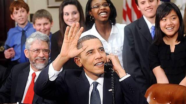 Obama grüsst ins All