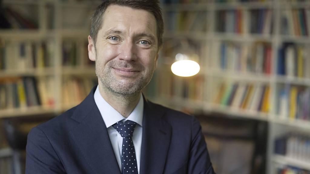 Der Chef der Denkfabrik Avenir Suisse, Peter Grünenfelder, hat die Beraubung der Freiheit von zehntausenden Personen in Quarantäne kritisiert. (Archivbild)