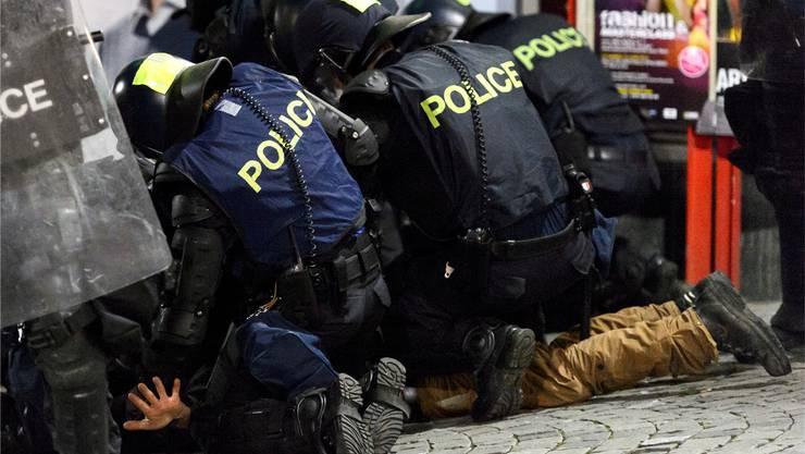 Gewalt bei Fussballspielen ist zurzeit ein heisses Thema. Hier beim Spiel FC Lausanne gegen Servette im Mai 2013.