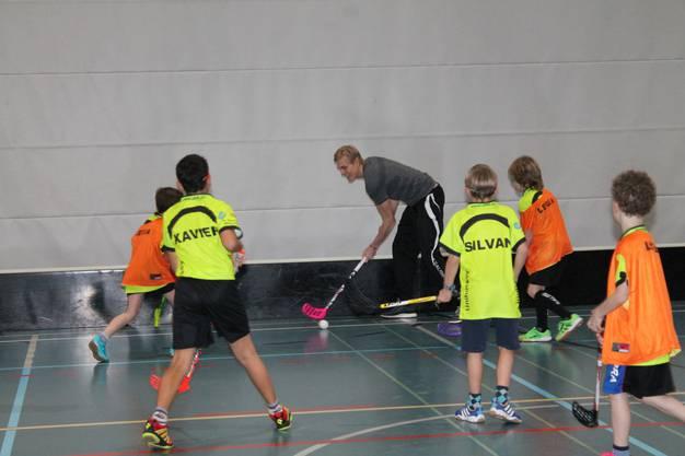 Nilsson liess es sich nicht nehmen, zusammen mit den Kids zu spielen.