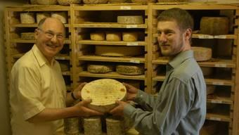 Maître Antony (l.) führt eine «Cérémonie des fromages» durch.