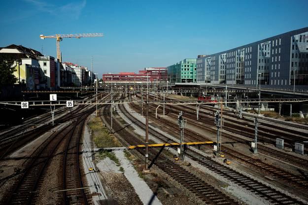 Einfahrtskulisse in den Bahnhof SBB