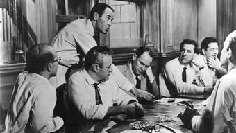 Henry Fonda und Konsorten in «die zwölf Geschworenen».