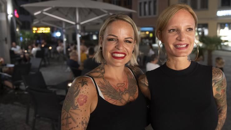 Barkeeperin der «Walter»-Bar Marion Blättler (links) mit Inhaberin Nicole Brack.