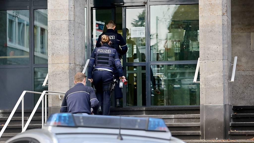 Razzien nach rechtsextremen Chats bei deutscher Polizei