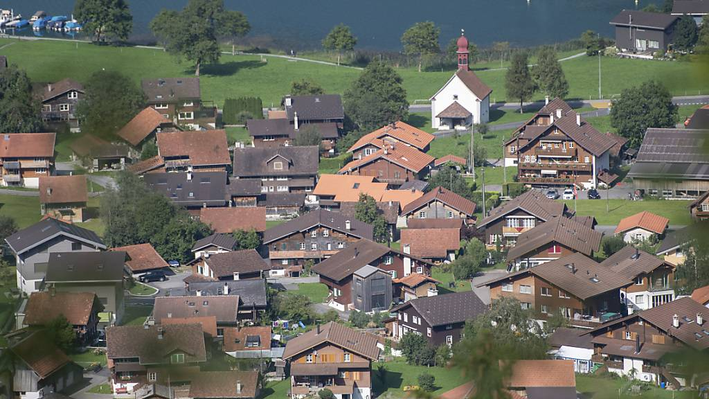 Blick auf das Dorf Lungern OW, wo am Sonntag Gemeinderatswahlen stattfanden. (Archivbild)