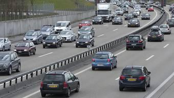 Die Zahl der Neulenker von Personenwagen ist in der Schweiz 2017 um ein Prozent gesunken. (Archivbild)