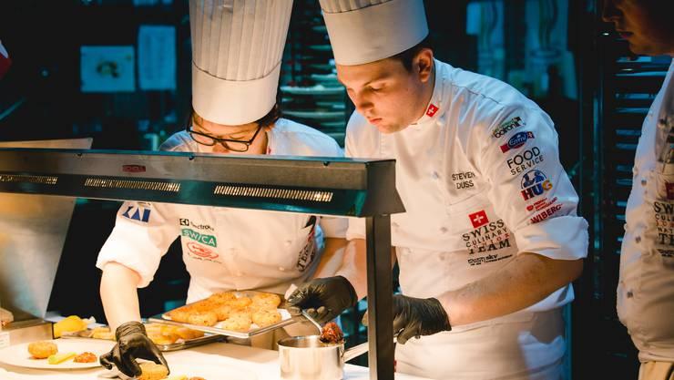 Die Schweizer Jugend-Kochnationalmannschaft zaubert