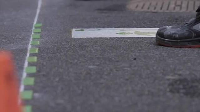 Ein Strich am Boden soll Prostituierte aufhalten