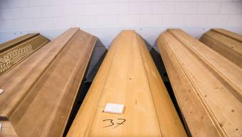 Aktuell übernimmt die Gemeinde noch diverse Kosten, die bei Bestattungen anfallen. (Symbolbild)