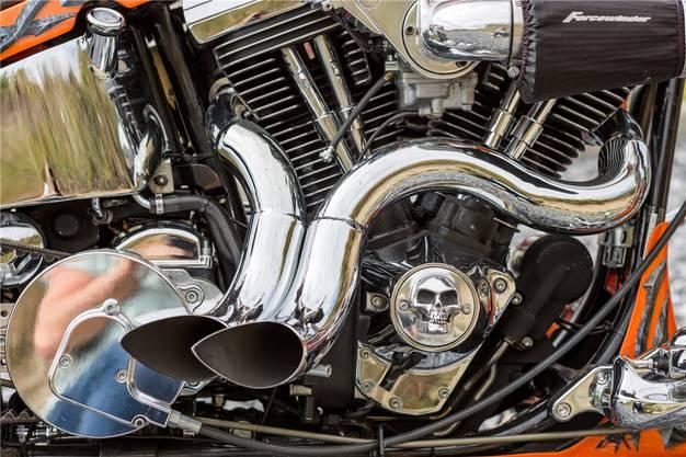 Der Totenkopf ziert die Harley rundherum.