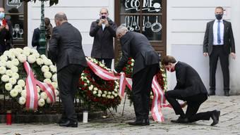 Österreichs Bundeskanzler trauert in Wien um die vier Todesopfer des Anschlages.