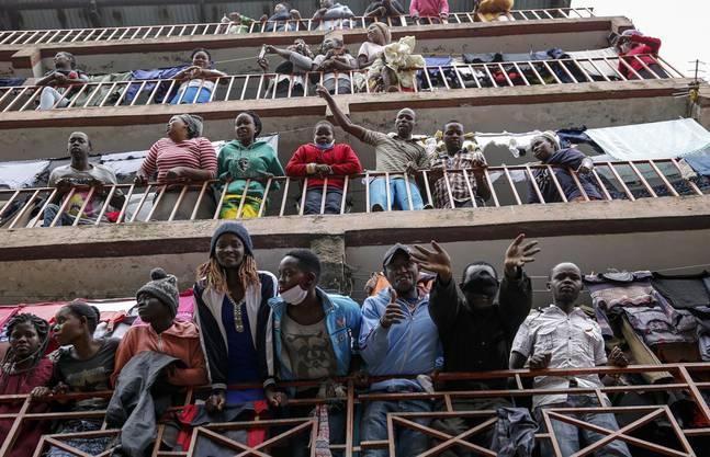 Auch wenn viele Afrikaner relativ jung sind, heisst dies noch nicht, dass sie auch gesund sind. Im Bild: Ein Haus im Kariobangi Slum in Nairobi (Kenia).