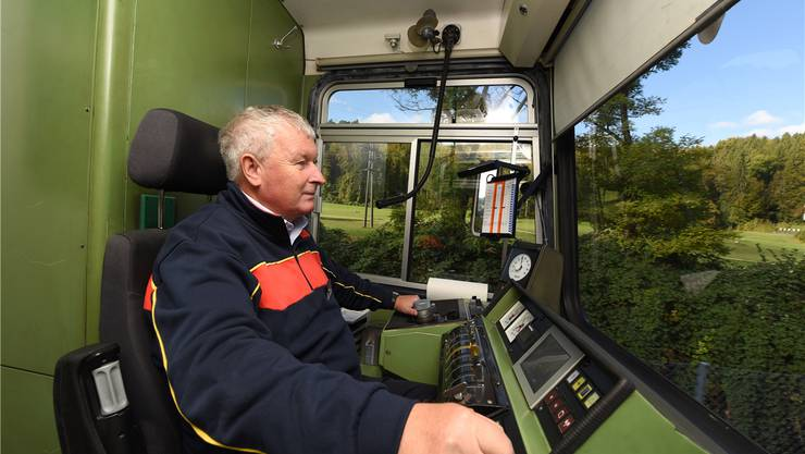 «Auf die Autos muss man höllisch aufpassen»: Armin Dunkel, seit 36 Jahren bei der Waldenburgerbahn, hier irgendwo zwischen Waldenburg und Liestal.