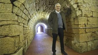 Der ehemalige SVP-Nationalrat Caspar Baader führt die bz durch den Gelterkinder Bierchäller.