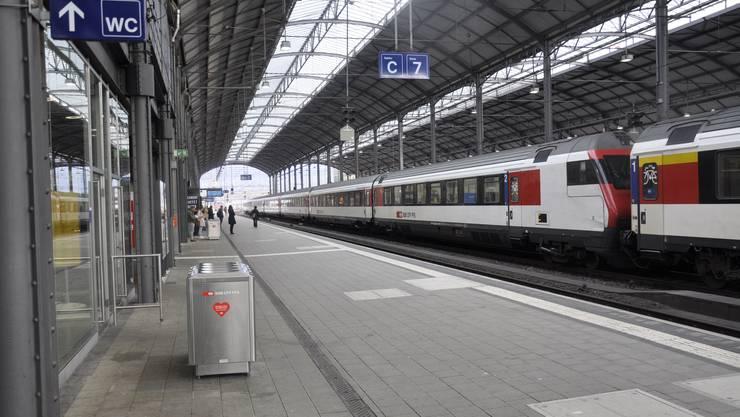 Viel weniger Pendler als sonst im Bahnhof Olten.