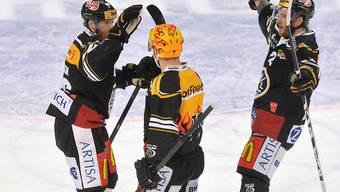 Jubel der Sieger: Luganos Lorenz Kienzle, Fredrik Pettersson und Stefan Ulmer) v.l.) feiern einen weiteren Heimsieg