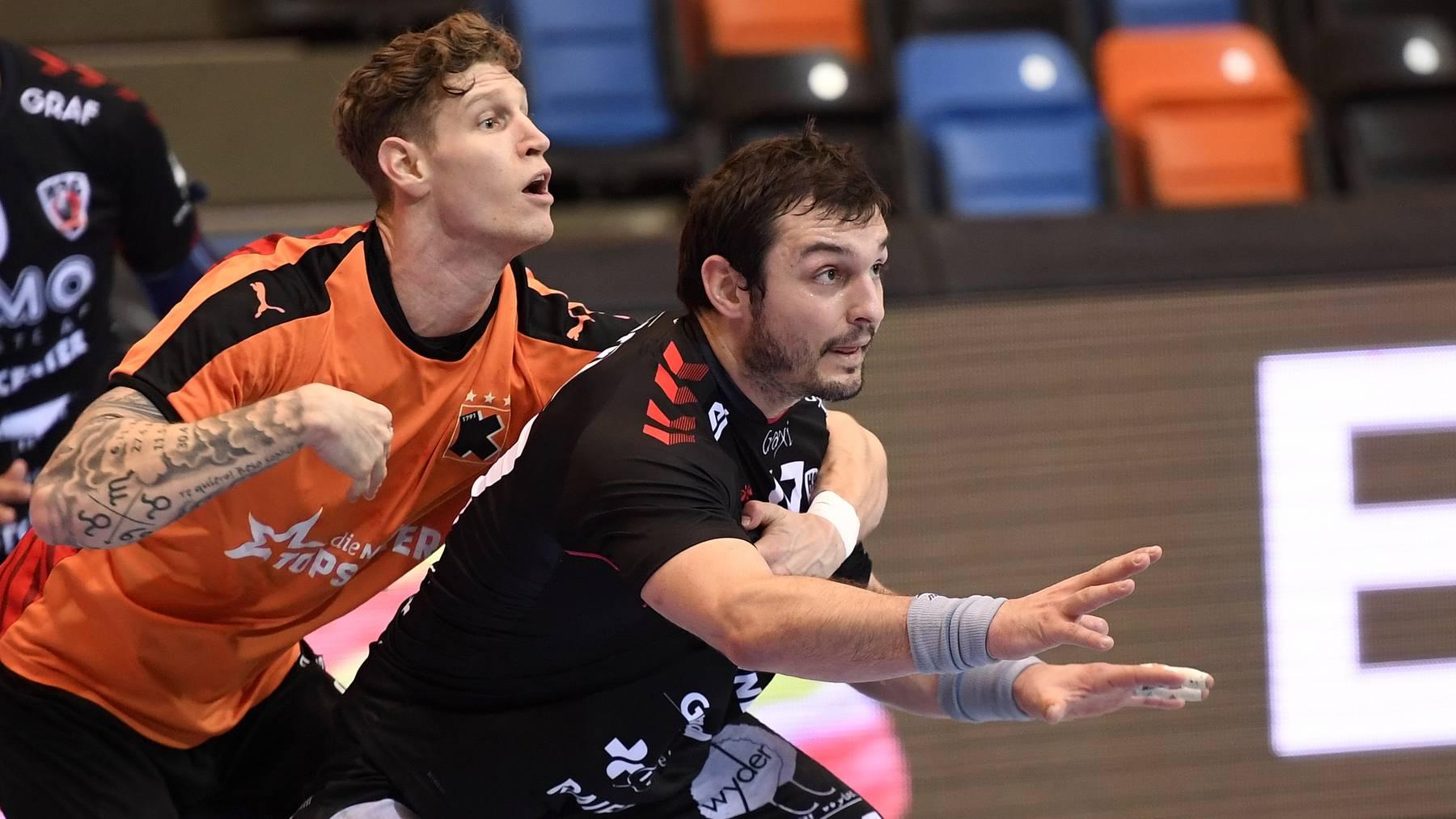 Die Kadetten Schaffhausen gewinnen gegen den HSC Suhr Aarau mit fünf Punkten Vorsprung.