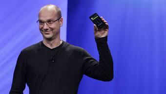 Ein Bild aus glücklicheren Zeiten: Andy Rubin als Vizepräsident der Handyabteilung von Google an einer Intel-Konferenz im Jahr 2011. Nun ist Rubin mit seinem Start-Up gescheitert.  (Archivbild)