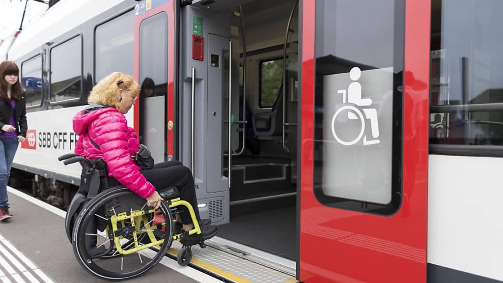 In Reiden LU werden die Perrons angehoben, damit stufenfrei in die Züge eingestiegen werden kann. Die Bauarbeiten führen am Wochenende zu Zugsausfällen auf der Strecke Luzern-Olten SO zu Zugsausfällen. (Symbolbild)